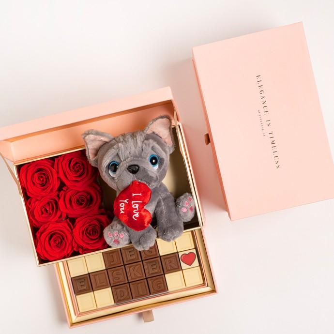 Roseboks med chokolade og 'Jeg elsker dig'